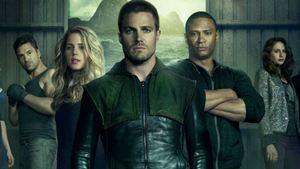 Stephen Amell declara que chocante morte de personagem regular em Arrow é definitiva