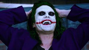Tommy Wiseau vira o Coringa em trailer de fã para Batman - O Cavaleiro das Trevas