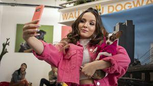 Modo Avião: Larissa Manoela se diverte em erros de gravação do filme