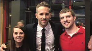 Ryan Reynolds surpreende fã na première de Deadpool