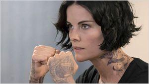 """Blindspot: """"Me sinto como Jane quando coloco as tatuagens"""", revela Jaimie Alexander (Entrevista)"""
