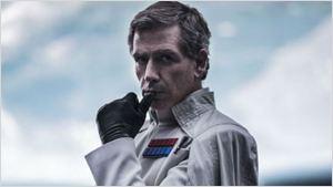 Versão bastante diferente de Rogue One existe, diz Ben Mendelsohn