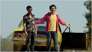 Dois amigos viajam à Argentina para afogar as mágoas em cena da comédia La Vingança (Exclusivo)