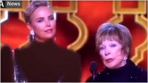 Oscar 2017: Vestidos de Charlize Theron e Anousheh Ansari são censurados em transmissão iraniana