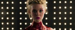 Elle Fanning surge sexy, fatal e coberta de sangue em novas imagens de The Neon Demon