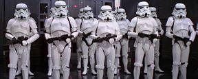 Stormtrooper crucificado gera polêmica em igreja de Londres