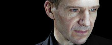 Ralph Fiennes recebe título de cidadão honorário da Sérvia por seus filmes
