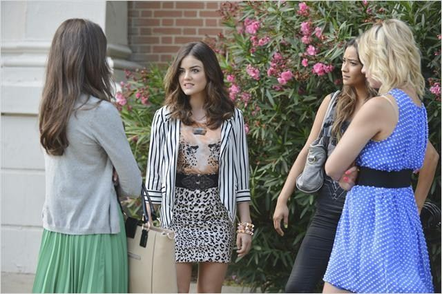 Foto Ashley Benson, Lucy Hale, Shay Mitchell, Troian Bellisario