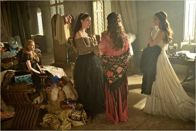 Foto Adelaide Kane, Anna Popplewell, Caitlin Stasey, Celina Sinden