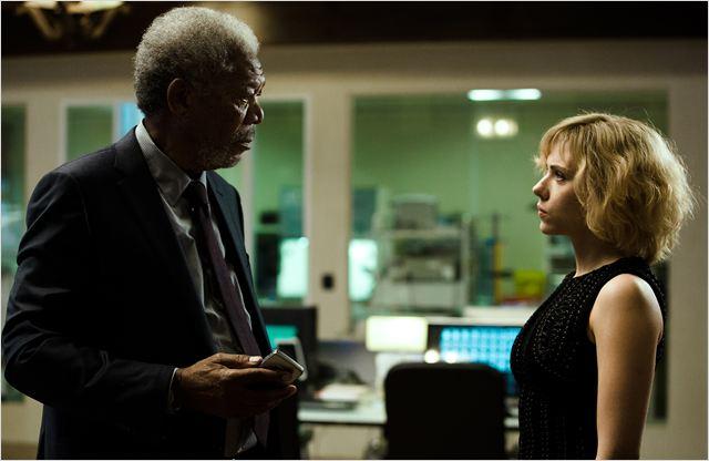 Lucy : Foto Morgan Freeman, Scarlett Johansson