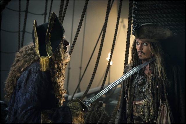 Piratas do Caribe - A Vingança de Salazar : Foto Geoffrey Rush, Johnny Depp