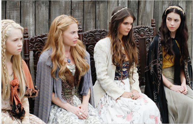 Foto Adelaide Kane, Caitlin Stasey, Celina Sinden, Jenessa Grant