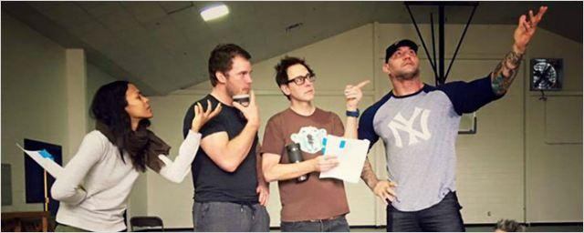 Guardiões da Galáxia 2: Foto dos bastidores mostra elenco aprendendo a atuar com Dave Bautista