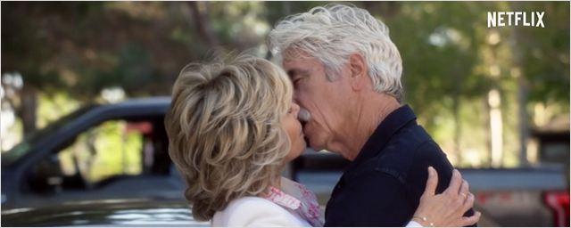 Protagonistas curtem a solteirice no trailer da segunda temporada de Gracie and Frankie