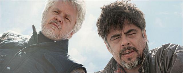 Exclusivo: Filme com Benicio Del Toro e Tim Robbins ganha pôster nacional e trailer legendado