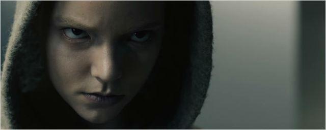 Uma jovem criada em laboratório aterroriza Kate Mara em novo trailer de Morgan