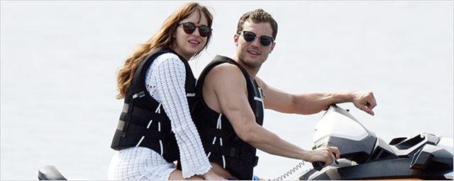 Cinquenta Tons de Liberdade: Romance na praia continua, agora com rolezinho de jet ski