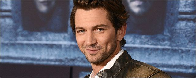 Guernsey: Michiel Huisman, de Game of Thrones, fará cinebiografia ao lado de Lily James