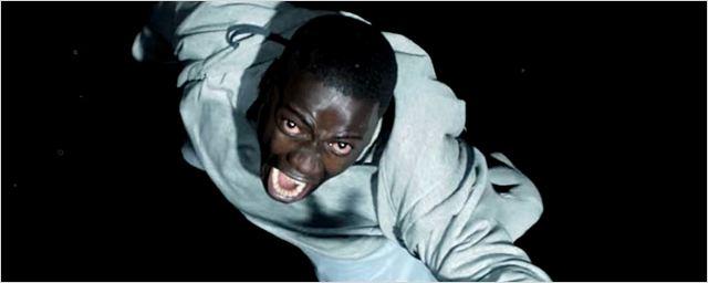 Corra!: Vídeos legendados revelam algo muito estranho afetando pessoas negras numa família de brancos