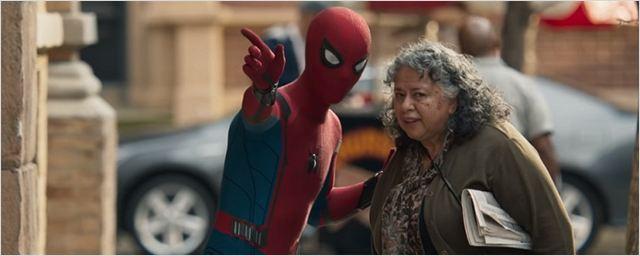Homem-Aranha: De Volta ao Lar traz Peter dando primeiros passos como herói no novo trailer original