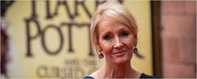 J.K. Rowling é condecorada pela Rainha Elizabeth II
