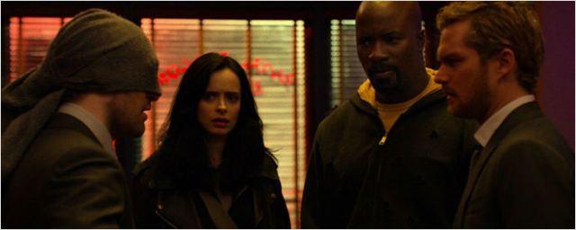 Os Defensores: Demolidor, Jessica Jones, Luke Cage e Punho de Ferro viram super amigos (só que não!) em trailer final