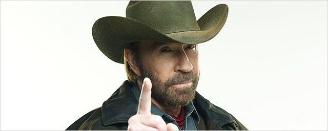 Chuck Norris sofre dois ataques cardíacos em menos de uma hora e passa bem