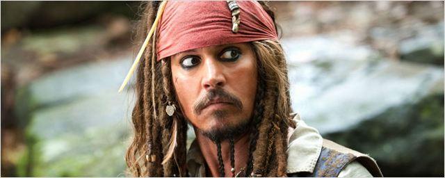 Produtor de Piratas do Caribe revela que Johnny Deep carrega traje de Jack Sparrow para todos os lugares