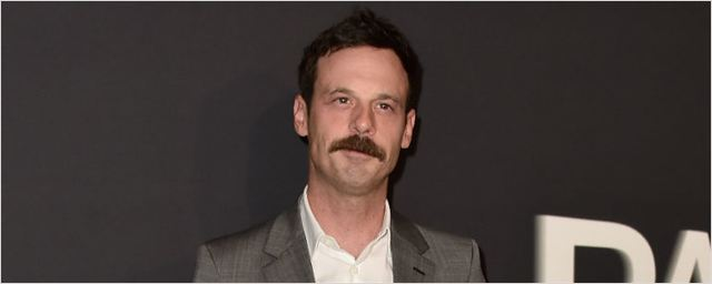 True Detective escala Scoot McNairy, de Godless e Batman vs. Superman