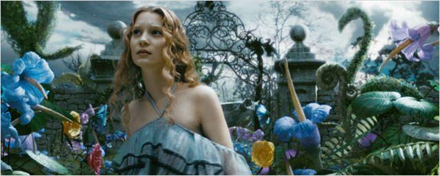 Filmes na TV: Hoje tem Alice no País das Maravilhas e Azul é a Cor Mais Quente